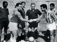 Troca de gentilezas entre jogador local e do Madureira antes de uma das partidas