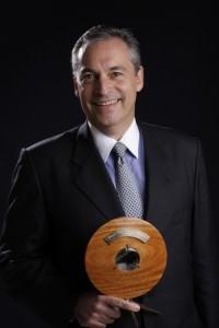 Cássio Clemente, filho de Jô Clemente, vencedora da categoria Acolhimento