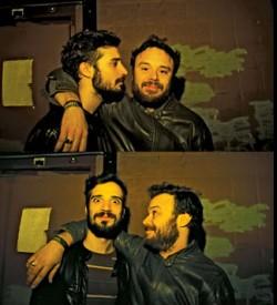 """Fabrizio Moretti e Rodrigo Amarante no """"camarim"""" do Conservatory, um bar de Oklahoma. Parceria que gerou canções, o Little Joy e levou os dois de volt"""