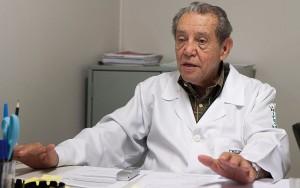 Professor Carlini, um dos pioneiros nos estudos sobre a planta no Brasil