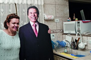 Silvio na cozinha de dona Angela