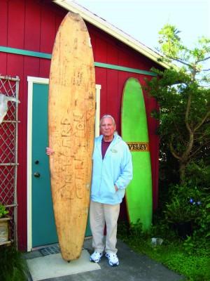 Johnny hoje, em frente a sua casa em Santa Cruz