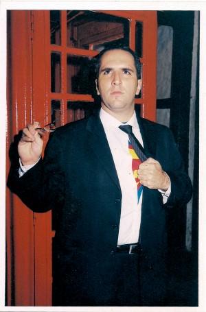 De Super-Homem, em foto para o jornal da faculdade (1998)