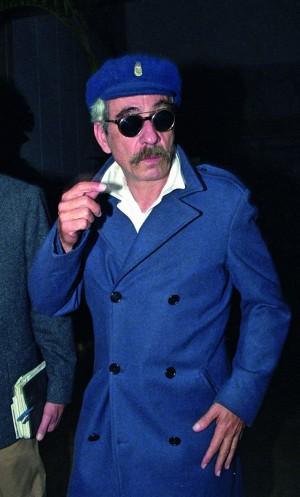 O compositor em 1992 vestido ao estilo militar