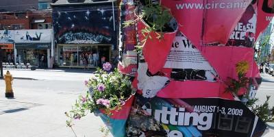 Cartazes publicitários viram vasos floridos no Canadá