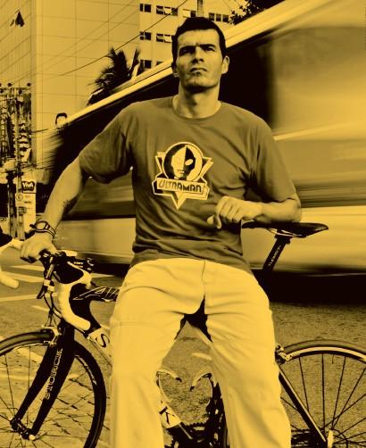 41 anos, ex-triatleta e ciclista de ultra distância