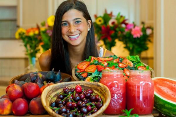 Ostentação? A frugívora Kristina exibe algumas de suas refeições regulares em seu site, FullyRaw