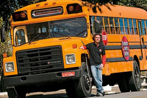 """O designer Rogério Luna e seu """"school bus"""" 1986"""