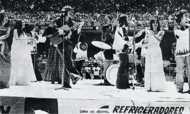 Apresentação da banda Meninos de Deus para 200 mil pessoas, no Maracanã, na década de 70
