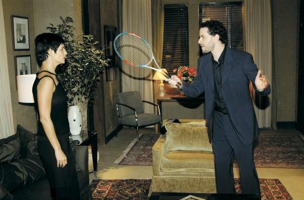 Dan e Helena Ranaldi em cena da novela Mulheres Apaixonadas (2003)