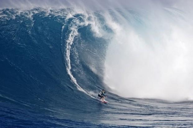 Maya Gabeira, tricampeã do Billabong XXL e a caminho do tetra, em Jaws, Maui, Havaí