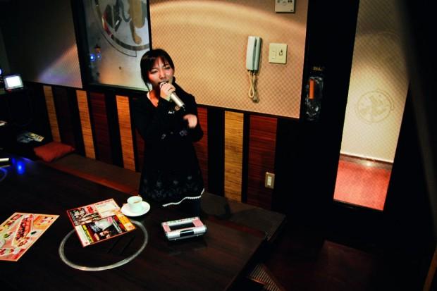 Yuki, 22 anos, já cantou sozinha por quatro horas seguidas