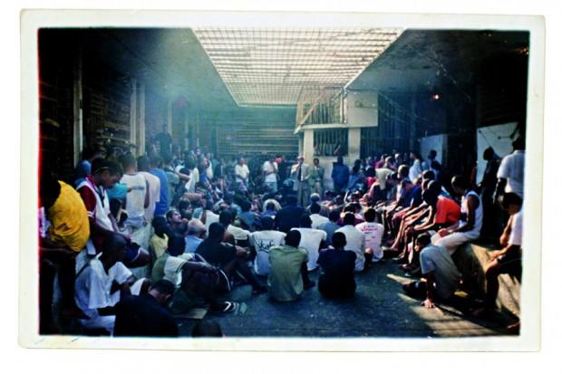 O pastor em ação dentro dos presídios cariocas