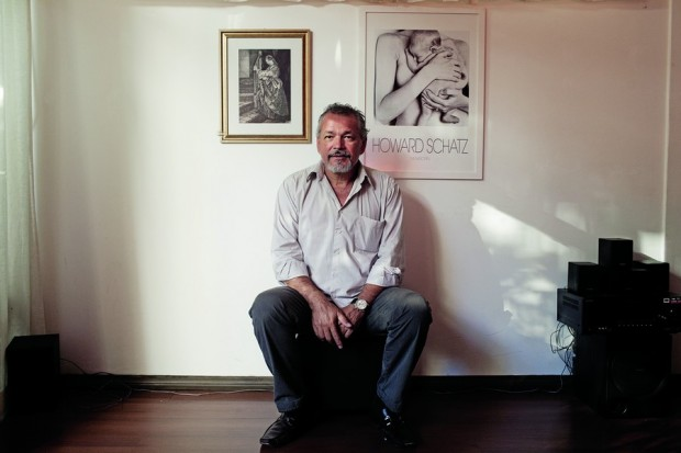 Deva Nishok, o patrono, em seu escritório