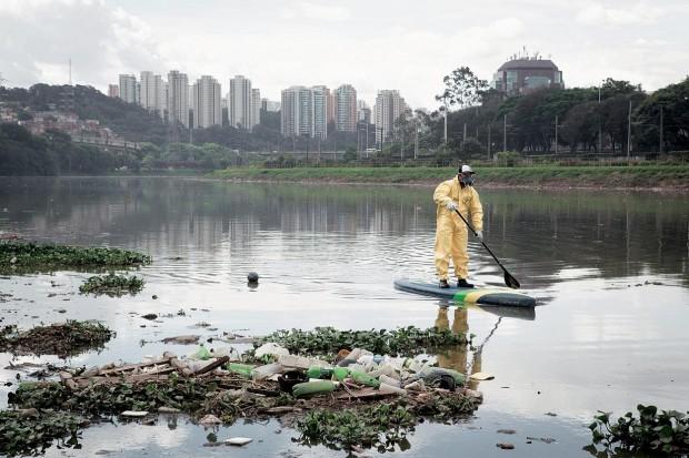 Hoje no rio Pinheiros: Lixo por toda parte