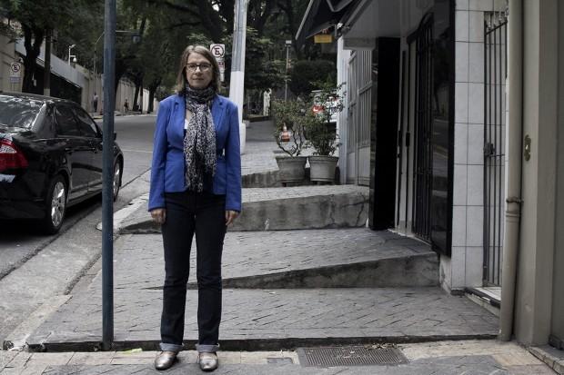 Alameda Casa Branca, perto do nº 395, Jardim Paulista: a urbanista Meli Malatesta, que estuda mobilidade não motorizada
