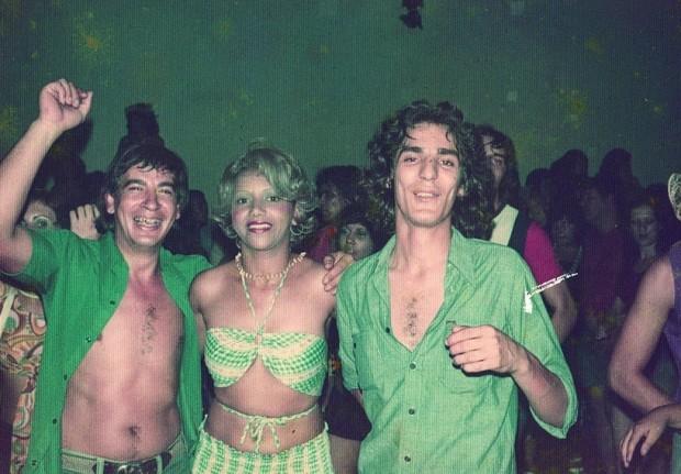 No Carnaval do clube Ás de Ouro (Casa Verde), cabeludo