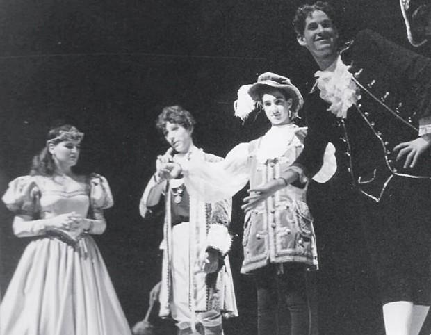 Em 1988, na peça Roupa Nova do Rei, com o grupo de teatro do colégio