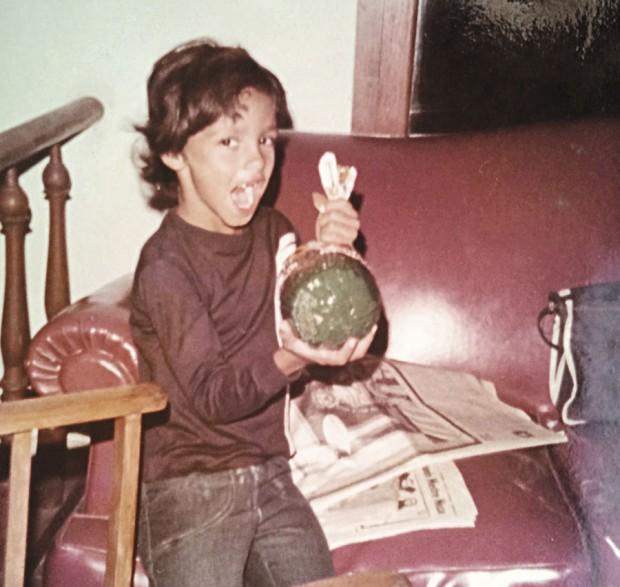 José Padilha aos seis anos em casa