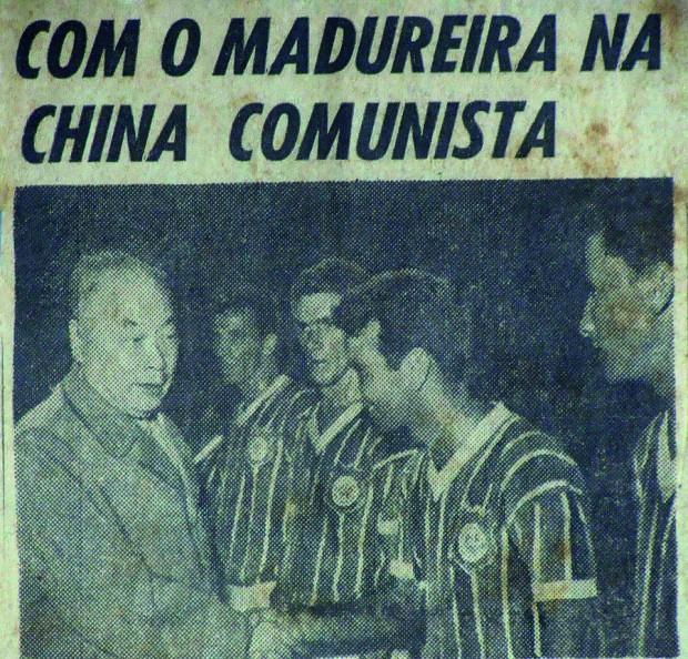 O marechal Chen Yi cumprimenta Farah na viagem proibida do Madureira à China em 1964