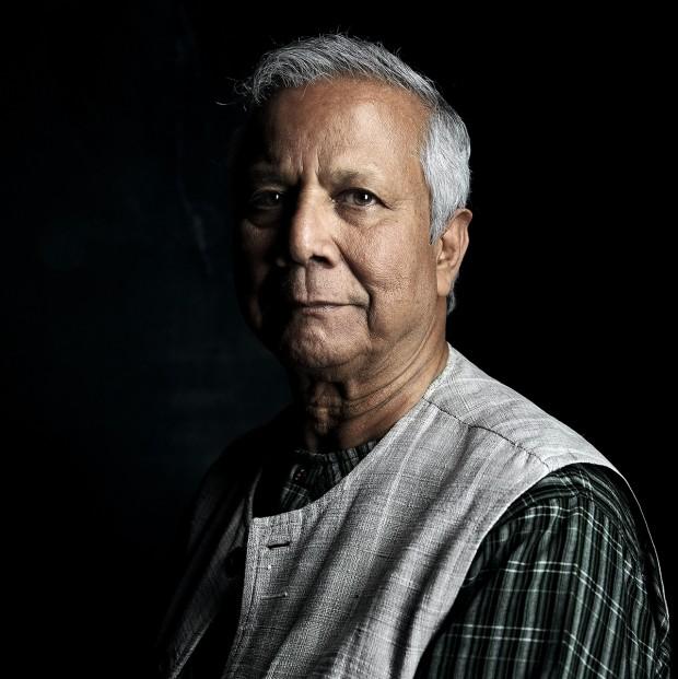 Muhammad Yunus em retrato feito durante sua passagem por São Paulo, em maio