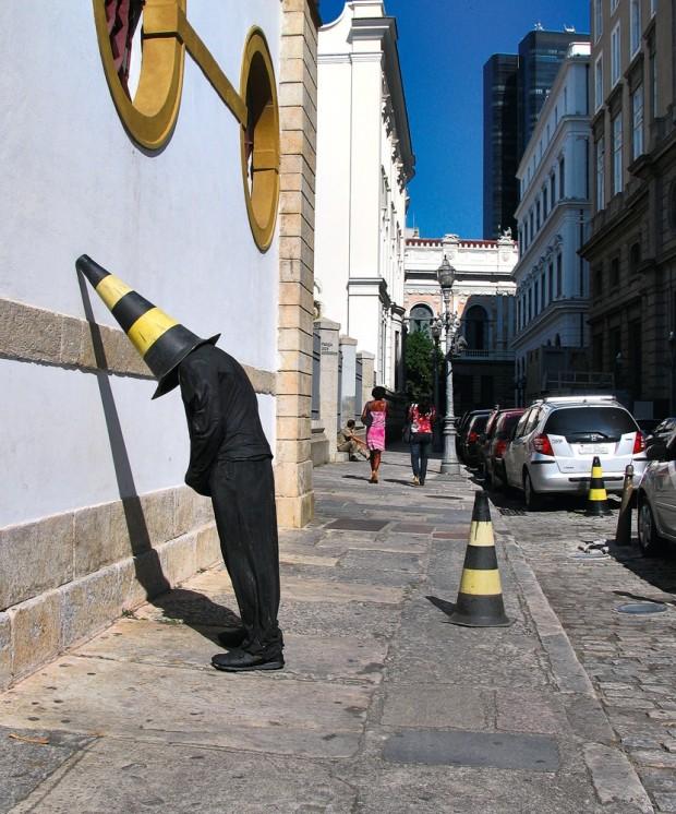 Trabalho do artista americano Mark Jenkins, no Rio de Janeiro