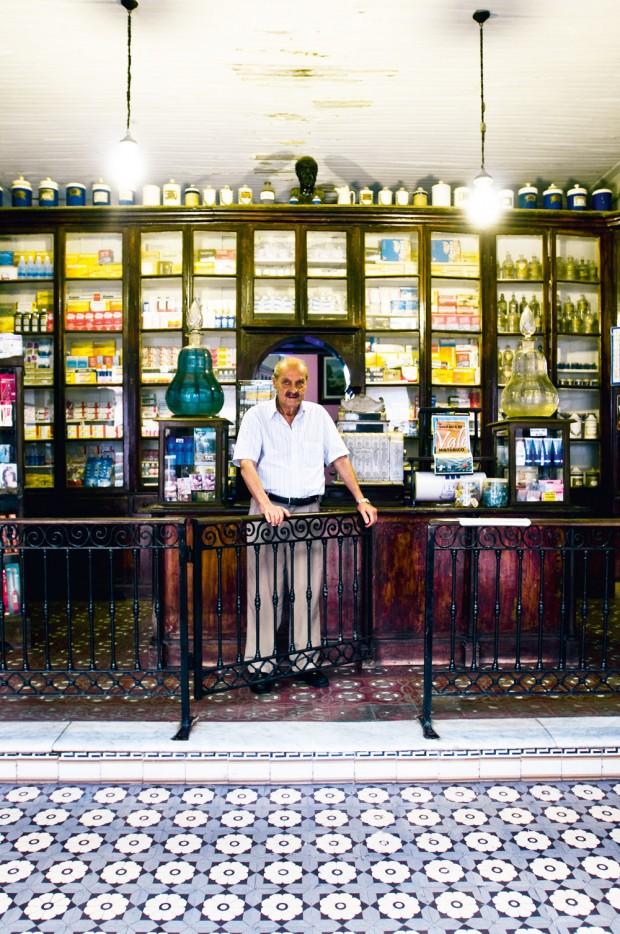 Plínio Graça na farmácia mais antiga do Brasil