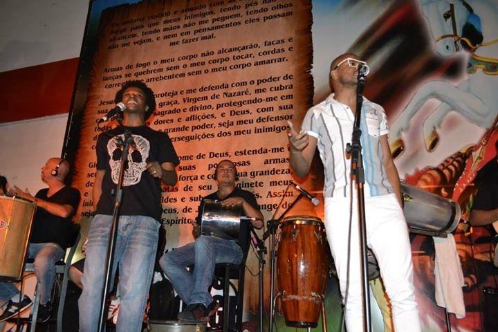 Os Prettos se apresentando na Estação São Jorge
