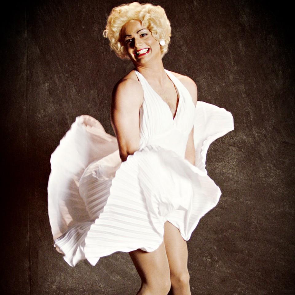 Fazendo palhaçada como Marilyn Monroe, no Casseta e planeta