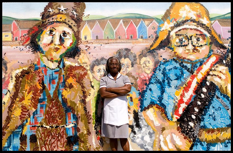 Mural e retrato da série Trocadilhos Urbanos