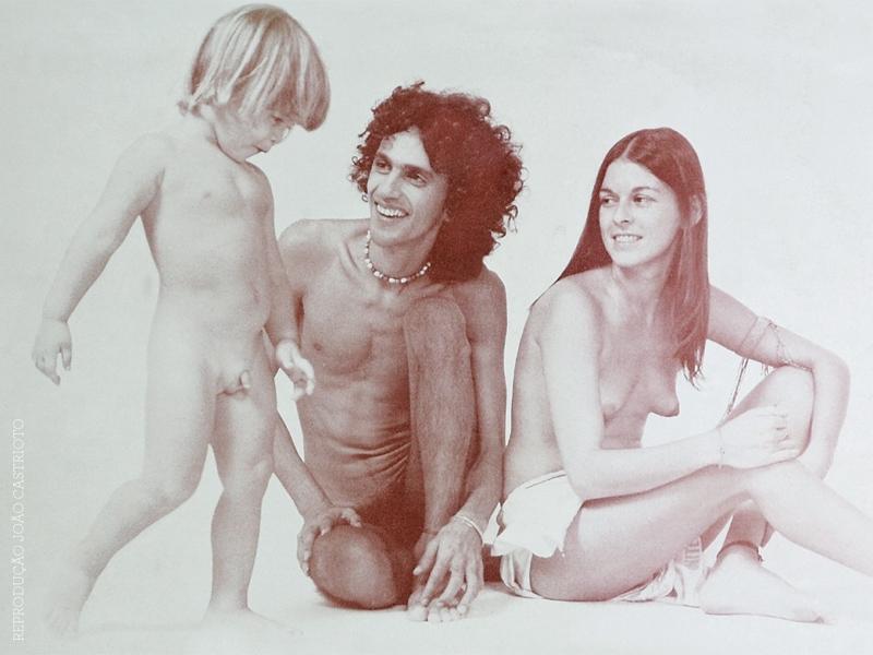 Caetano, Dedé e Moreno na contracapa de Joia