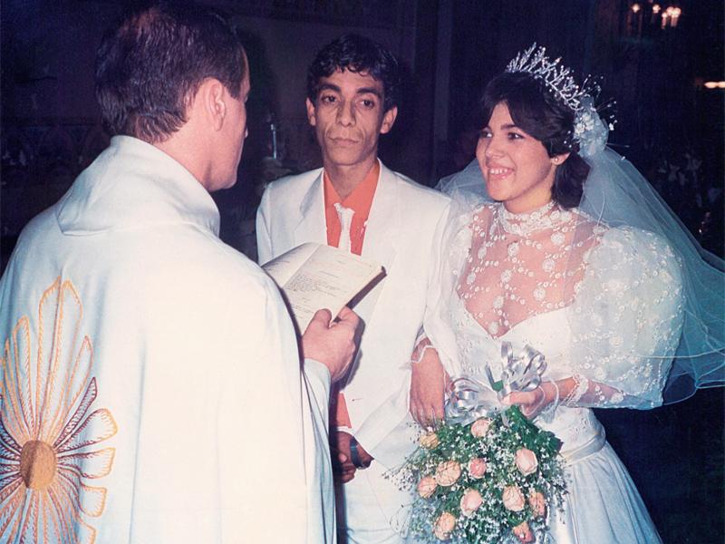 Zeca Pagodinho e Mônica no altar, em 1986