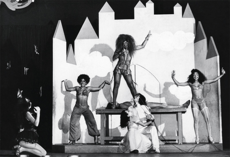 Como vampiro transexual na montagem brasileira do Rock Horror Show