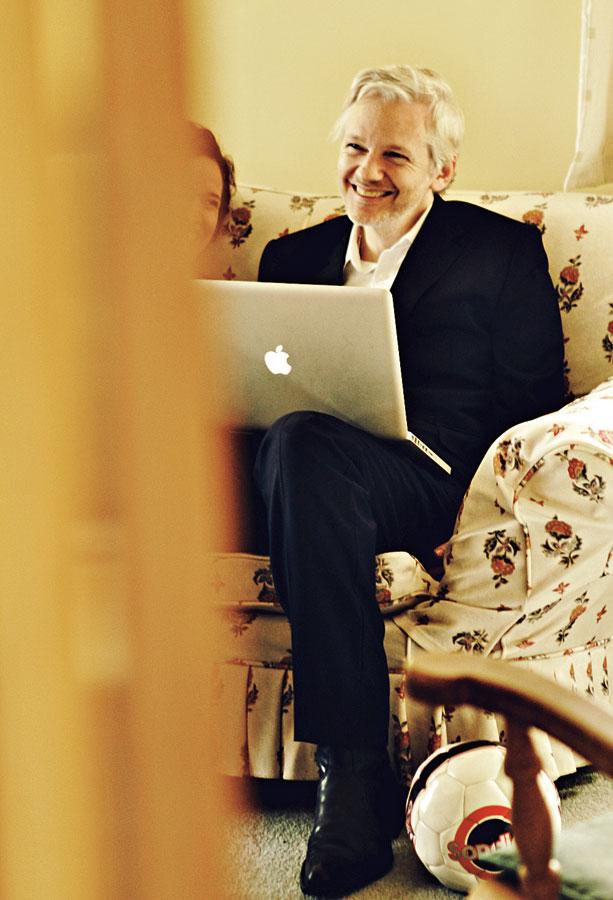 Assange confirmando que os hackers preferem o Mac