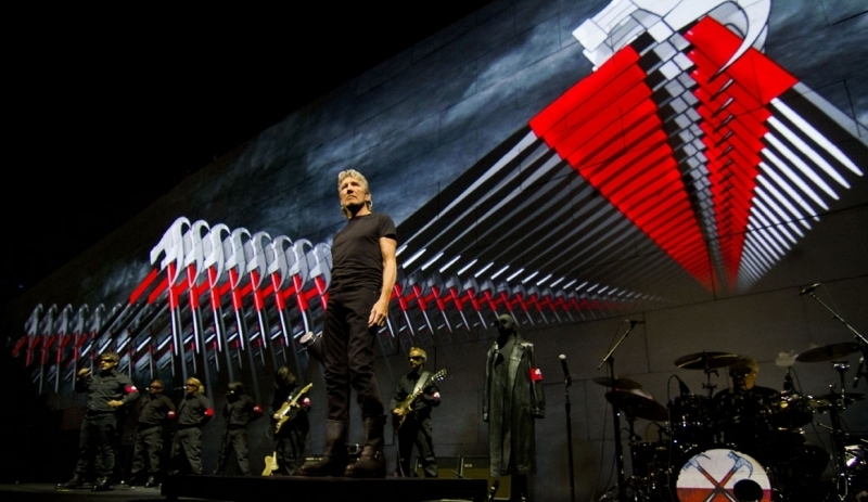 Roger Waters, Jello Biafra e Secos & Molhados