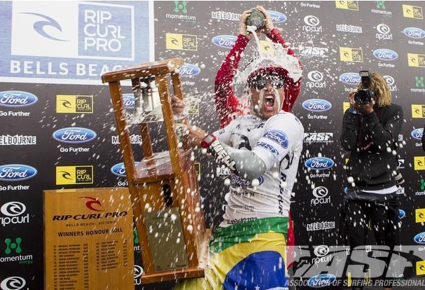 Mineirinho é o primeiro sulamericano a vencer uma etapa do mundial de surf em Bells Beach
