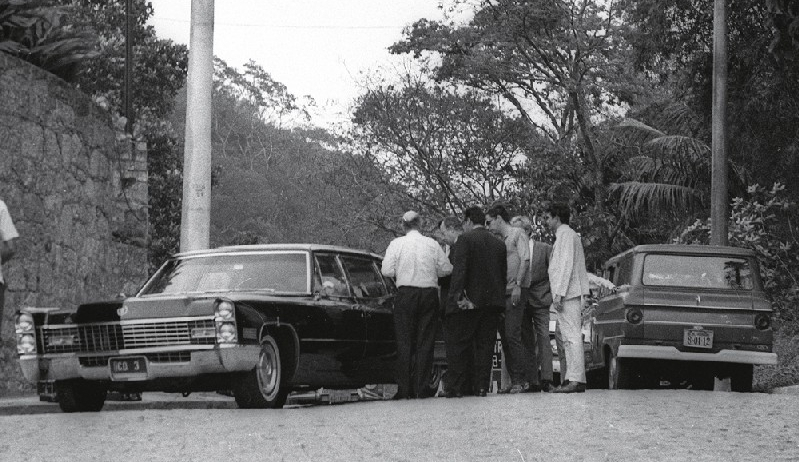 O embaixador, o sequestro e o Cadillac