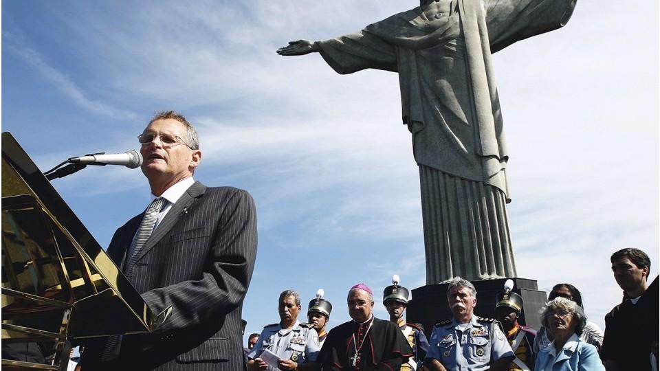 Missa realizada no Cristo Redentor pelos 200 anos da fundação da polícia militar do Rio, em 2009