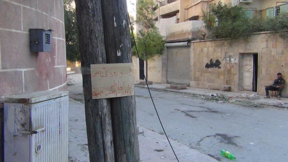 Placa em Aleppo: 'Sniper adiante, não se arrisque, mantenha-se à direita'