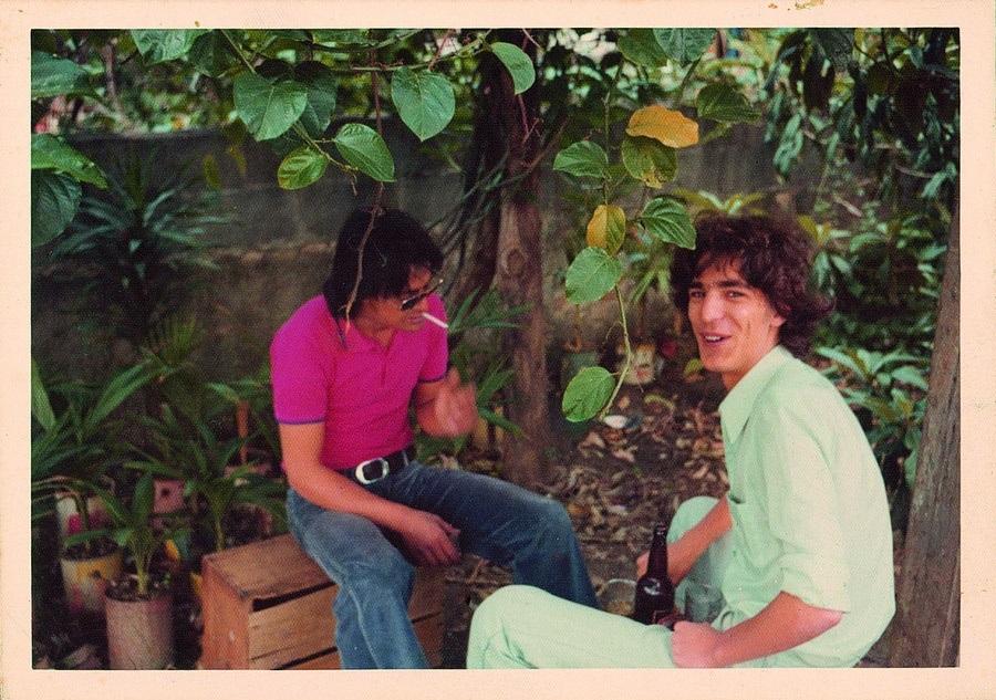 Cerveja e cigarro com os amigo na Casa Verde