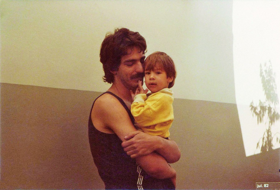 Com o filho Pedro em 1982