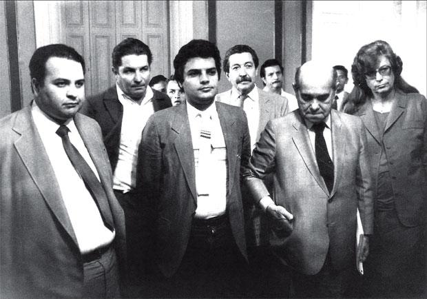 Antônio Carlos com Aécio e o avô Tancredo Neves, ouvindo reinvindicações dos movimentos sociais