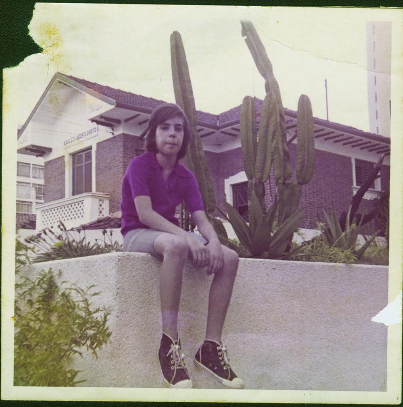 Arnaldo frente casa  1970