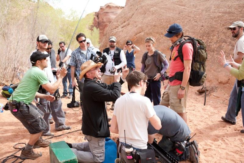 Equipe de filmagem durante a produção de 127 Horas