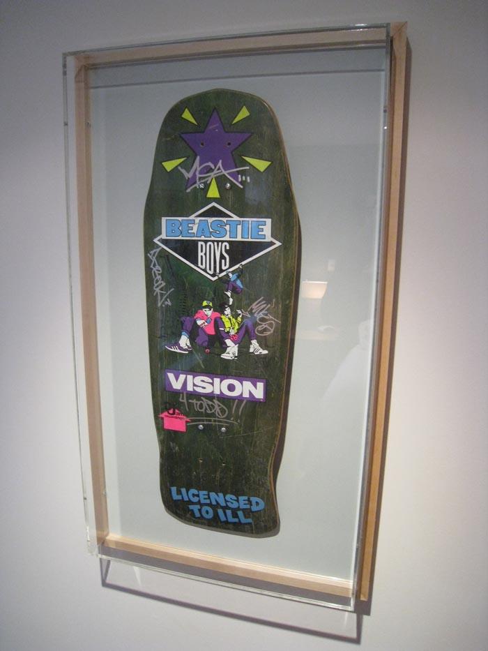 Clássico da Vision, o shape dos Beastie Boys lançado em 1987