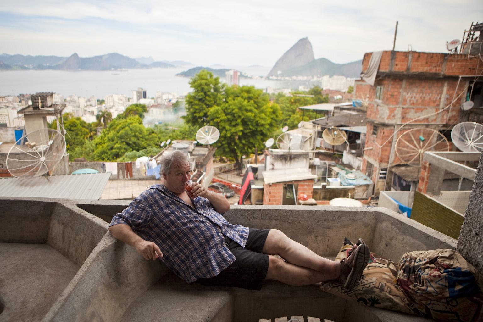 Bob Nadkardni, dono de um hotel no morro Tavares Bastos