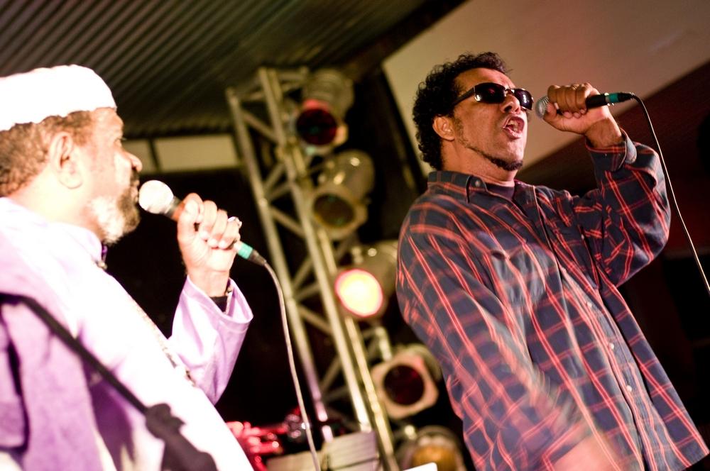 Gog dando um palinha durante o show de King Combo
