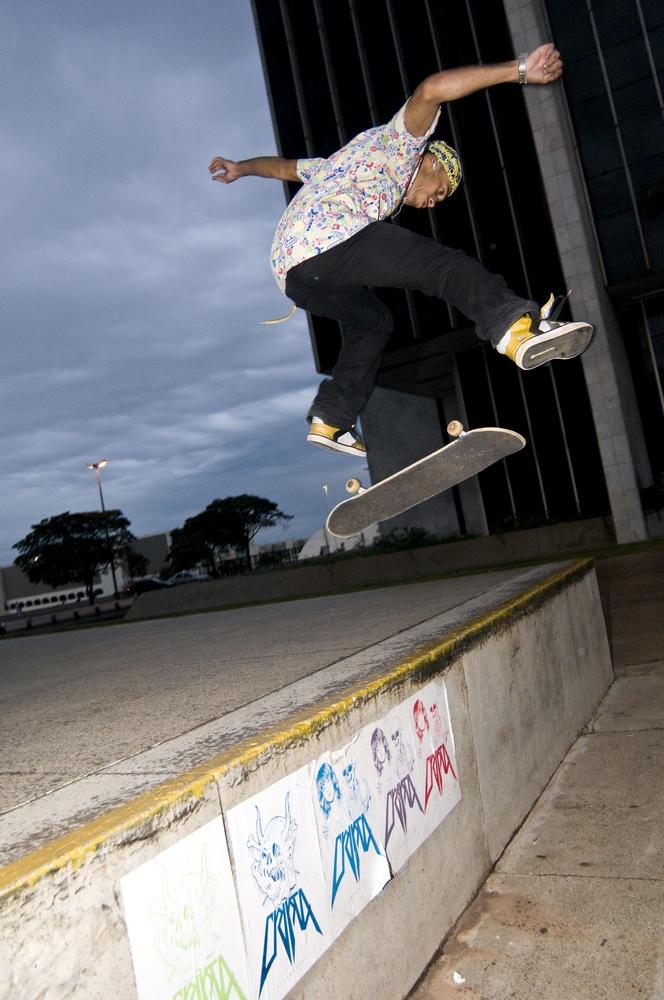 """Alex Steinkopf, 20 anos, capixaba que adotou Brasília há um ano: """"é o pico para andar de skate"""""""
