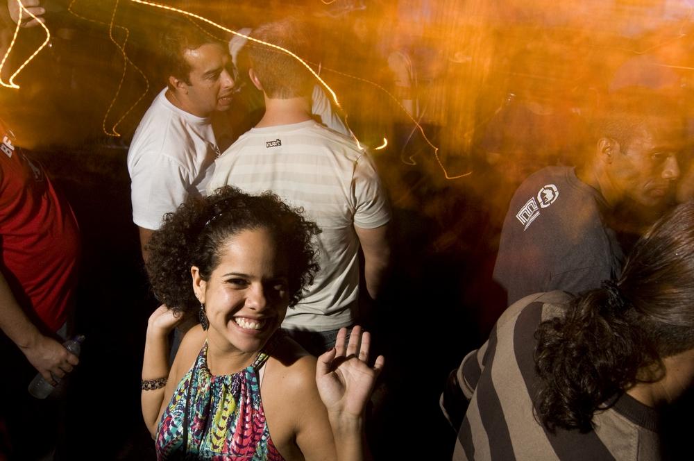Marina Freitas, 26 anos, se diverte na Makossa & Criolina, festa que reúne os descolados da cidade