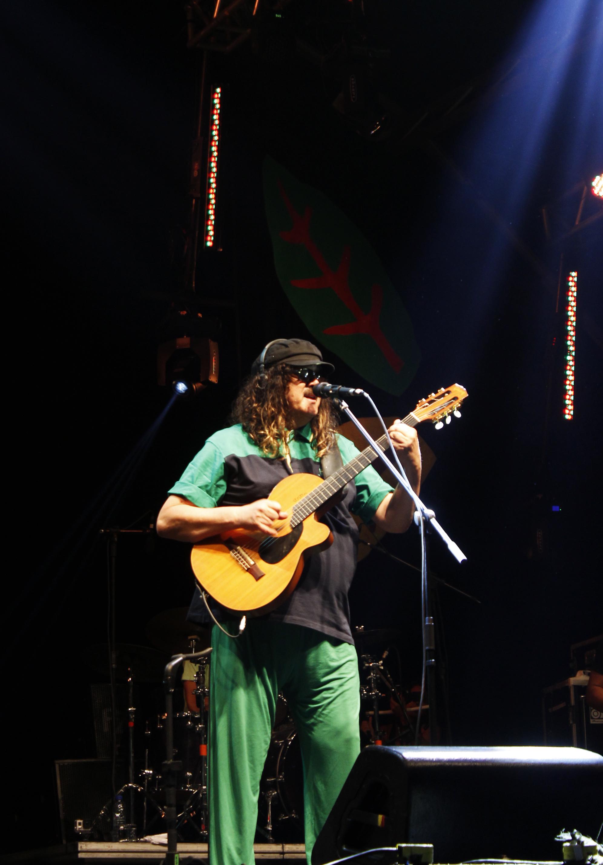 Moraes Moreira, que tocou o álbum Acabou Chorare na íntegra